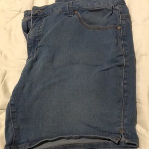 Size 18 stretchy material shorts